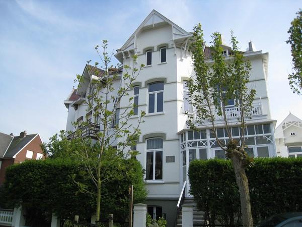 Grote villa in de haan belgische kust voor 10 personen for Grote villa