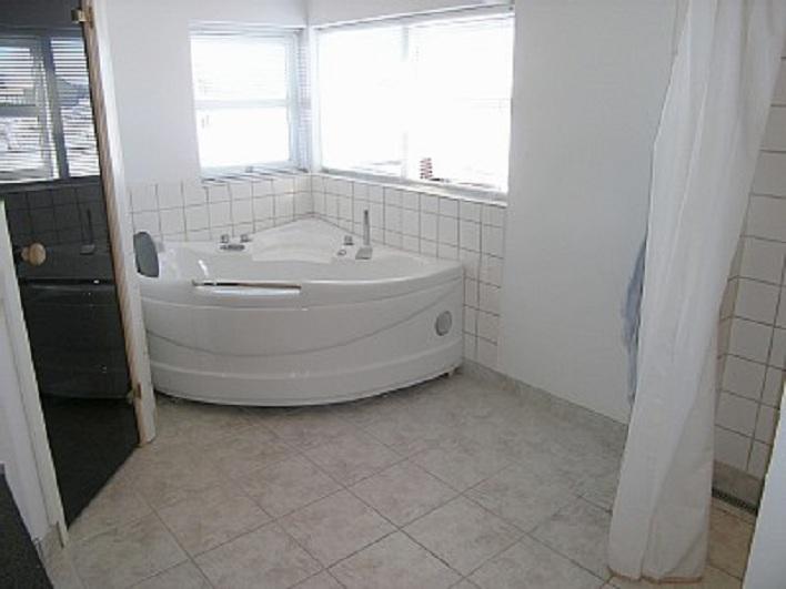 Jacuzzi In Slaapkamer : Vakantiehuis met 3 slaapkamers, 1 badkamer met ...