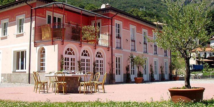 Villa ved Comosøen 16 personer