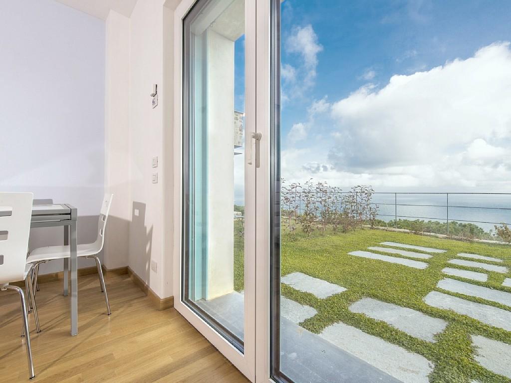 Strand Inrichting Slaapkamer : centraal zwembad, 1 slaapkamer en 1 ...