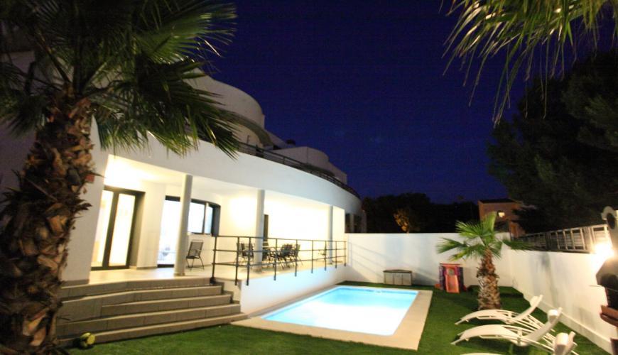 Vakantiehuis 5 Slaapkamers : Vakantiehuis slaapkamers zwembad mallorca u govilla